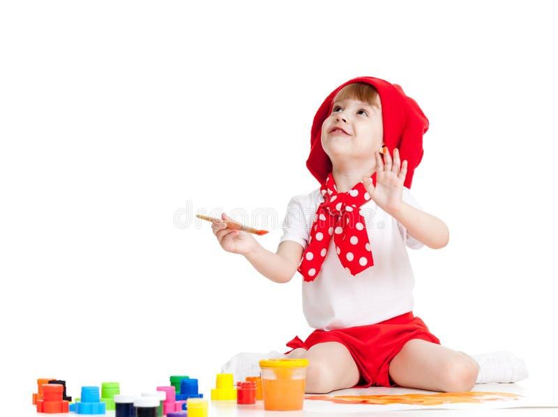 Piccola pittura del bambino dell'artista con la spazzola fotografia stock