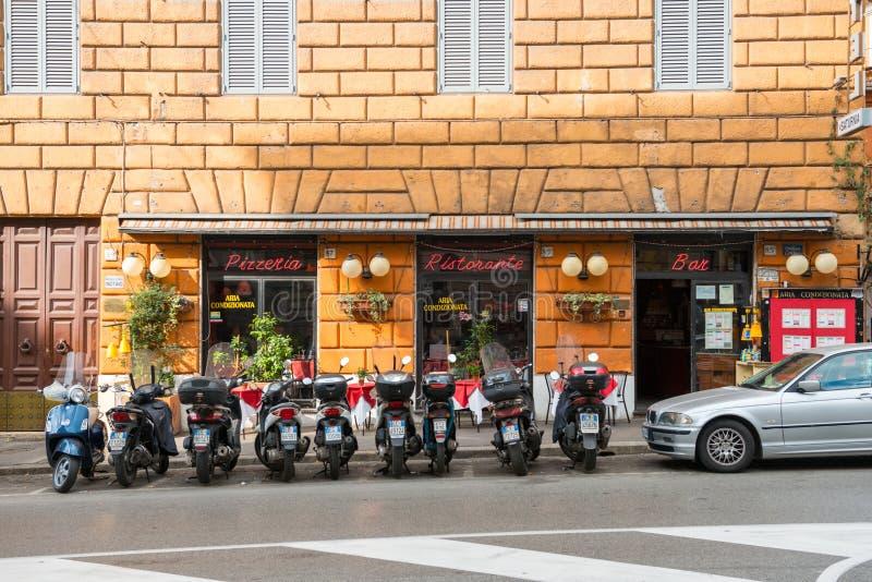 Piccola pizzeria a Roma fotografia stock