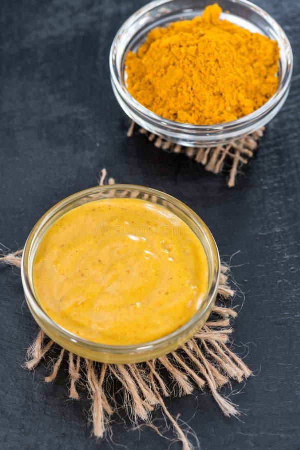 Piccola porzione di salsa di curry fotografie stock