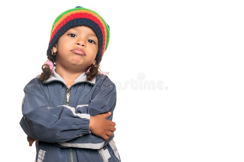 Piccola ragazza multirazziale con uno sguardo hip-hop dell'artista fotografia stock libera da diritti