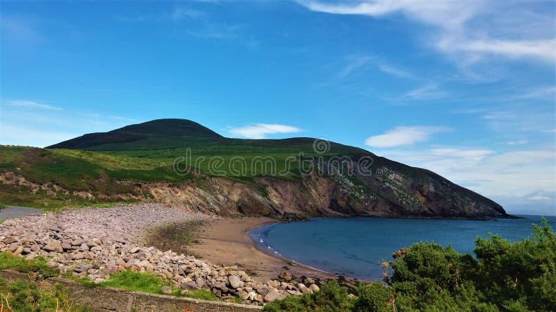 Piccola spiaggia nel sud-ovest dell'Irlanda immagini stock