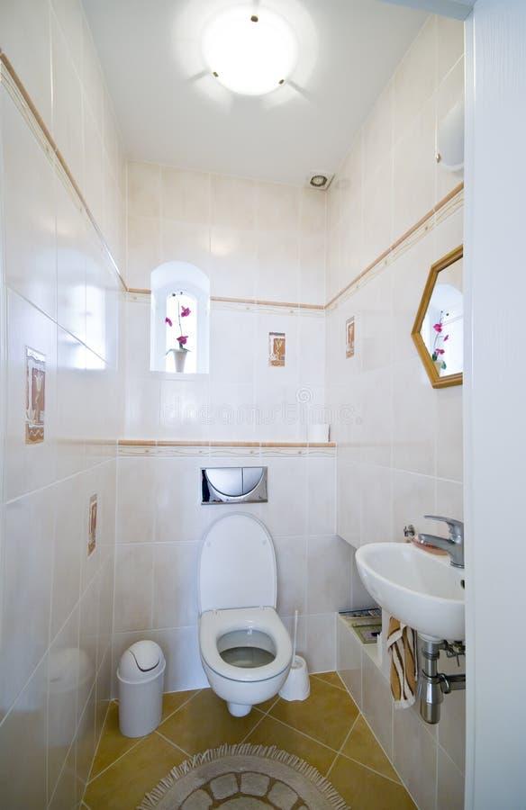 Piccola stanza da bagno fotografie stock libere da diritti