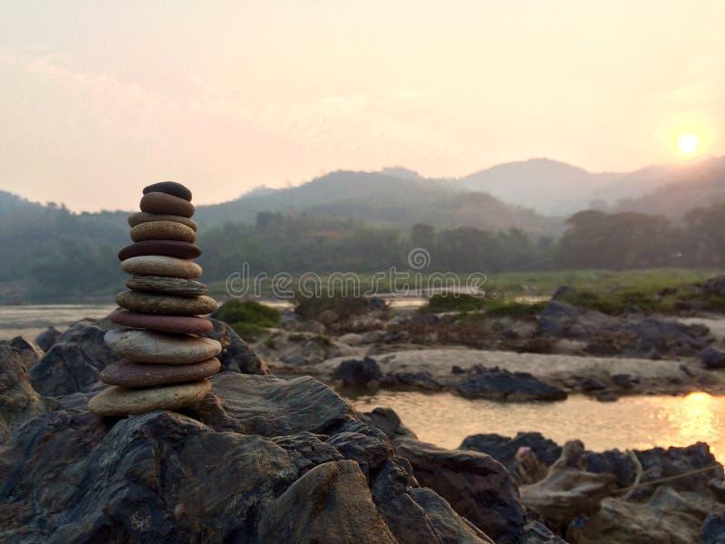 Piccola torre della pietra di zen fotografia stock libera da diritti