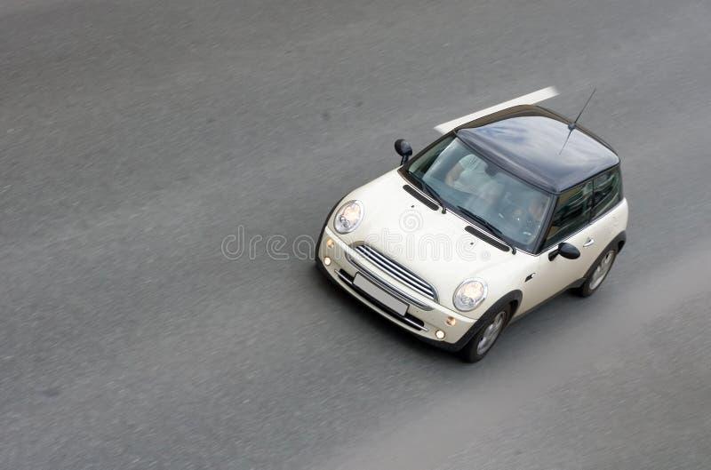 Piccola velocità britannica minuscola dell'automobile fotografie stock libere da diritti