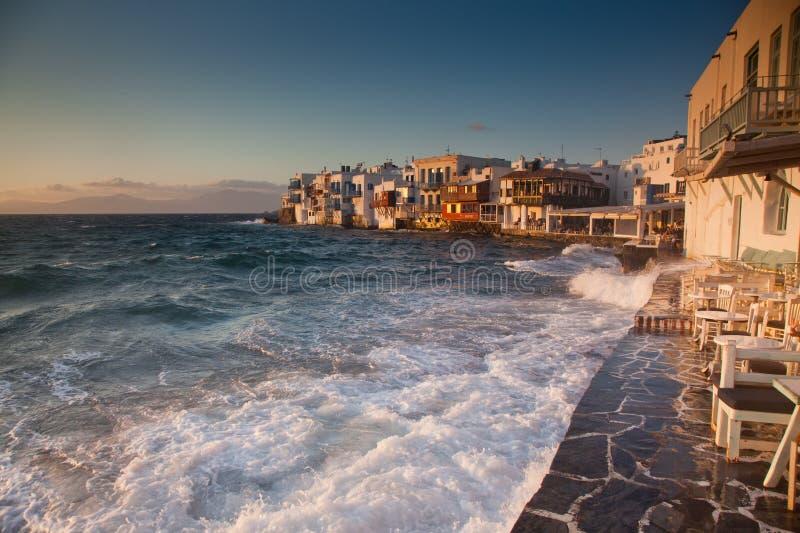 piccola Venezia al tramonto, mykonos, Grecia - destiation di lusso di viaggio - isole greche fotografia stock