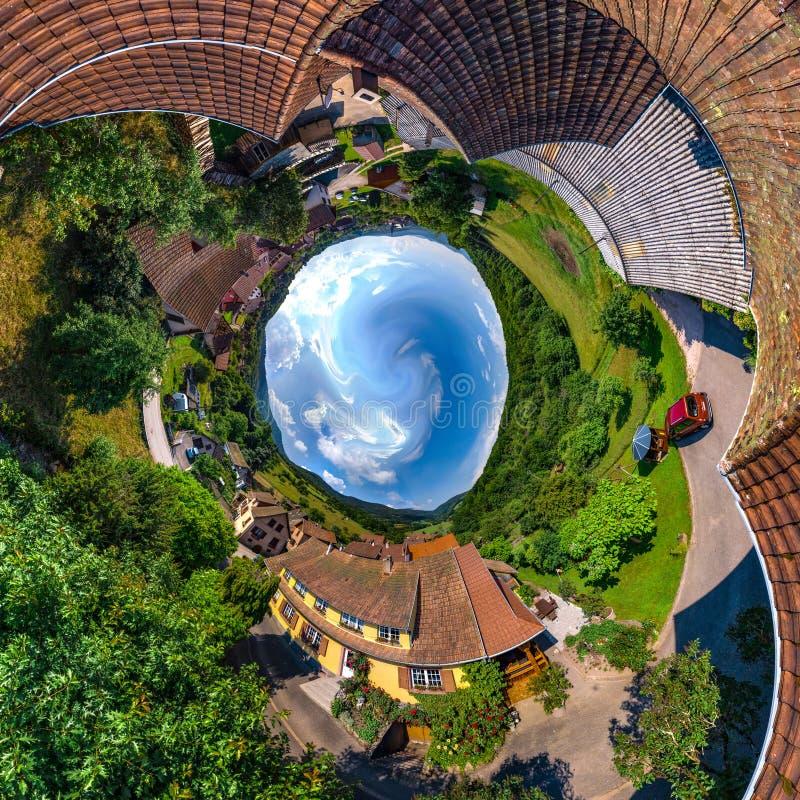 Piccola vista sferica del pianeta di poco villaggio Breitenbach in Al fotografia stock libera da diritti