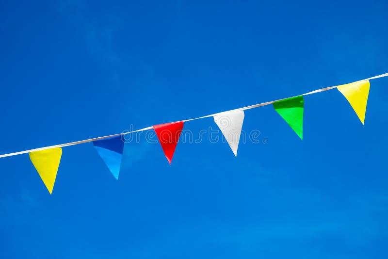 Piccole bandiere di colore nel vento fotografia stock libera da diritti