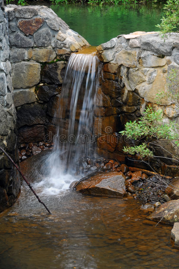 Piccole cadute dell'acqua fotografia stock