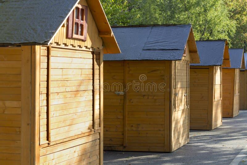 Piccole case di legno immagine stock immagine di cabine for Piccole case e cabine