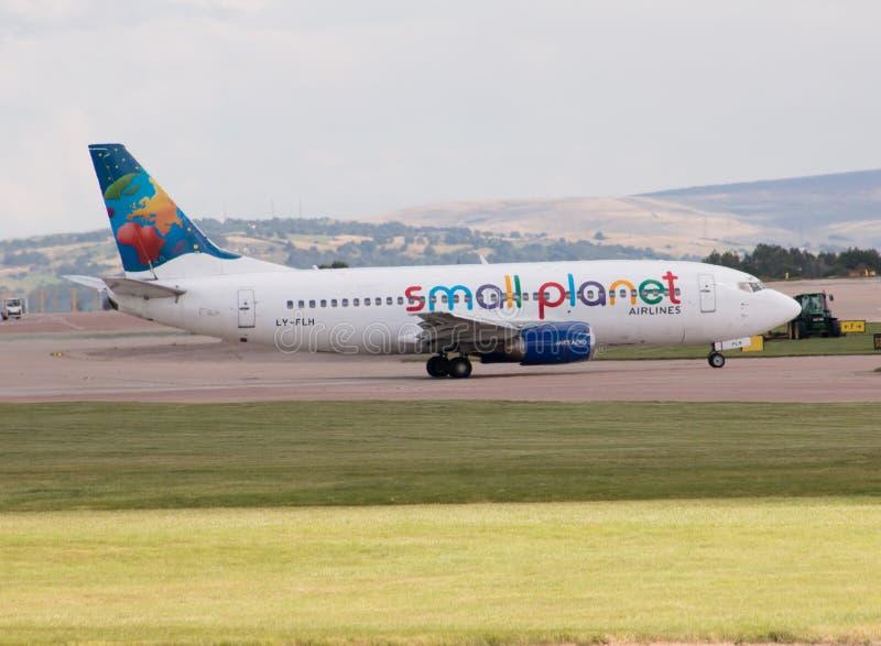 Piccole linee aeree Boeing 737 del pianeta fotografia stock libera da diritti