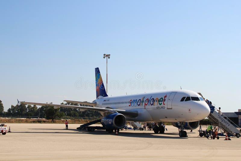 Piccole linee aeree del pianeta di Airbus fotografia stock libera da diritti