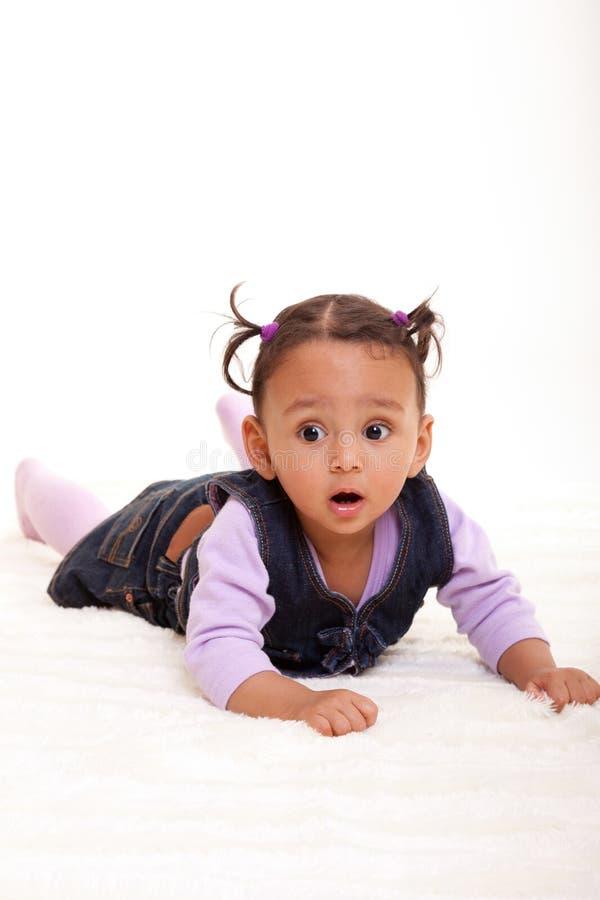 Piccole persone di colore afroamericane sveglie della ragazza di bambino immagini stock