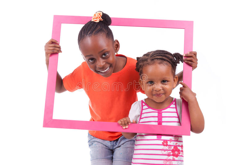 Piccole ragazze afroamericane che tengono una cornice immagine stock