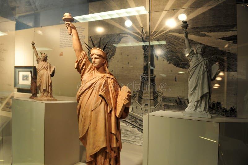 Piccole repliche della statua di libertà fotografia stock