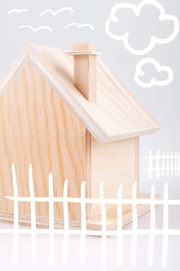 piccoli disegni di legno dei bambini della casa immagine