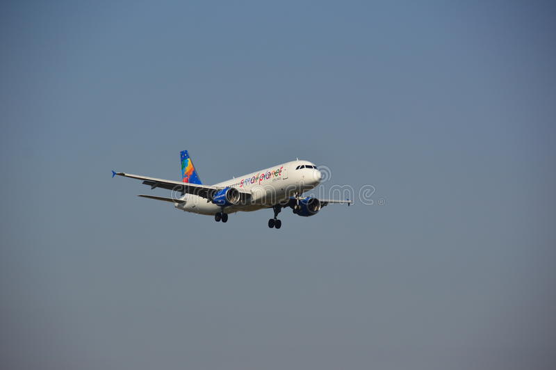 Piccolo aereo di linee aeree del pianeta fotografia stock libera da diritti