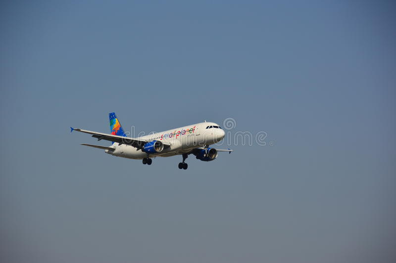 Piccolo aereo di linee aeree del pianeta immagini stock