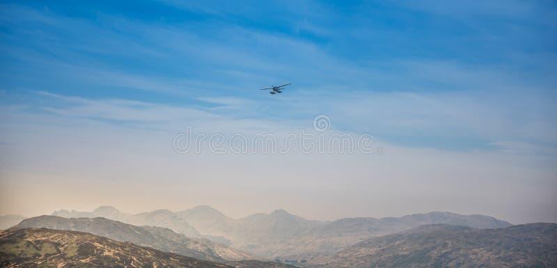 Piccolo aereo nell'aria fotografie stock libere da diritti