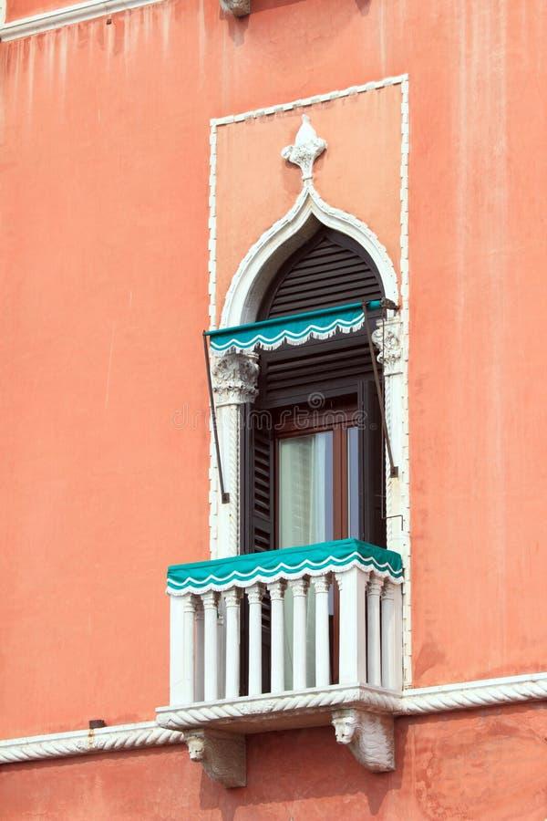 Piccolo balcone a Venezia. immagine stock