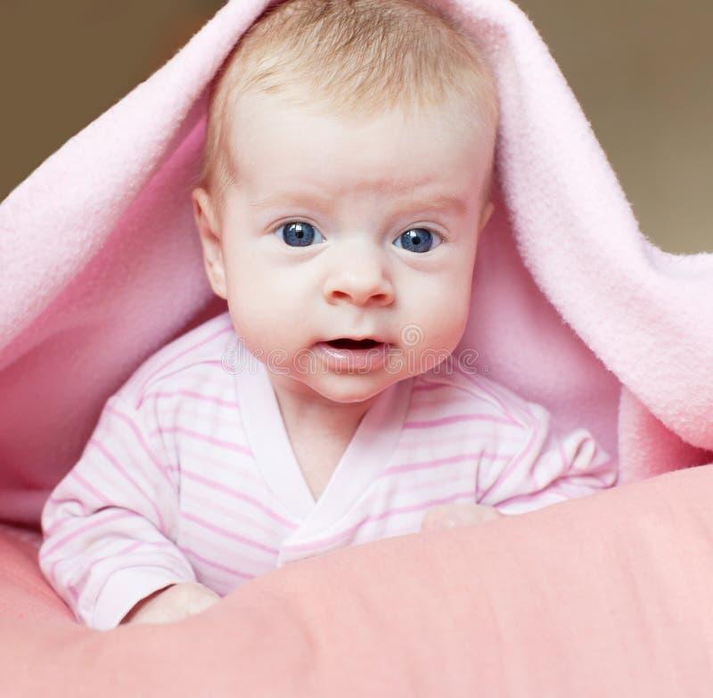 Piccolo bambino a casa fotografia stock
