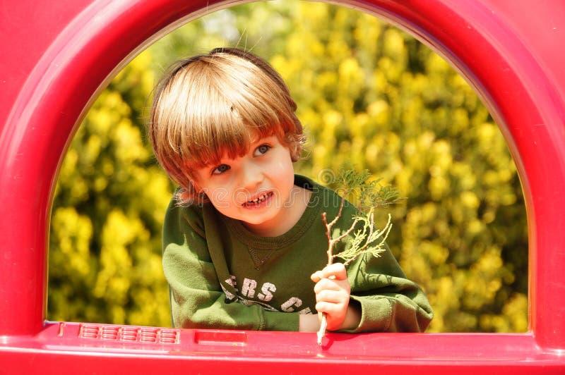 Piccolo bambino felice, gioco del neonato immagine stock libera da diritti
