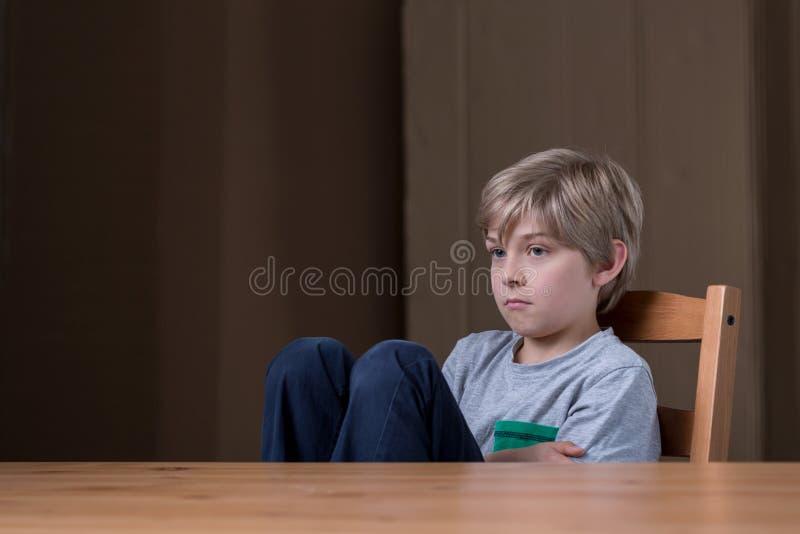 Piccolo bambino offensivo fotografie stock libere da diritti