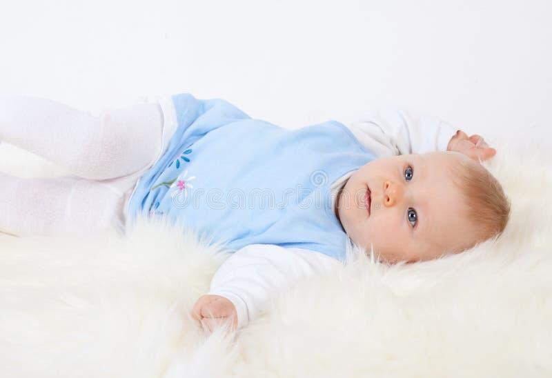 Piccolo bambino sveglio fotografie stock