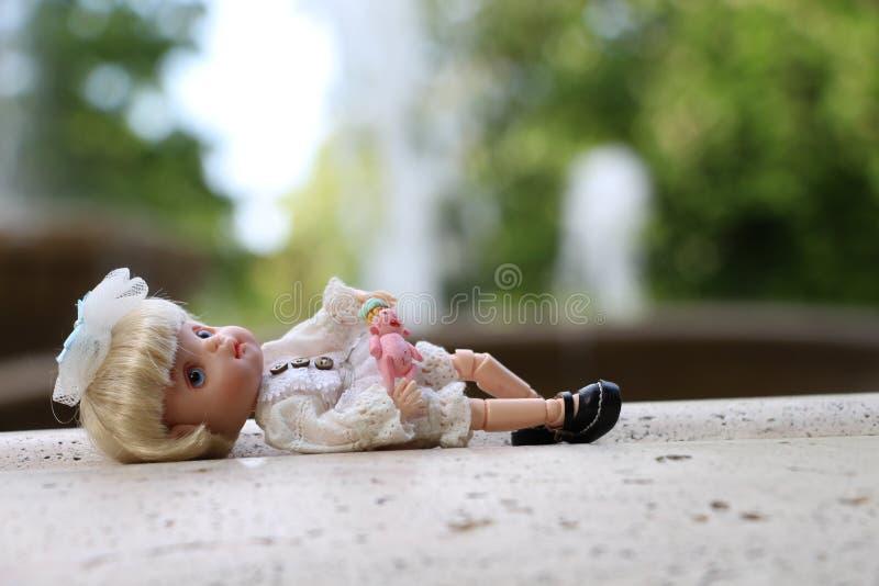Piccolo bambole inoltre ha un cuore fotografie stock libere da diritti