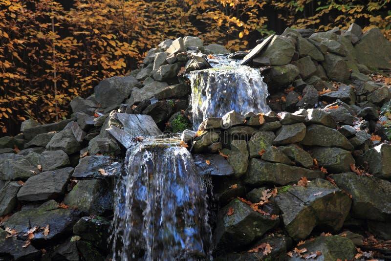 Piccolo brooklet di autunno fotografia stock