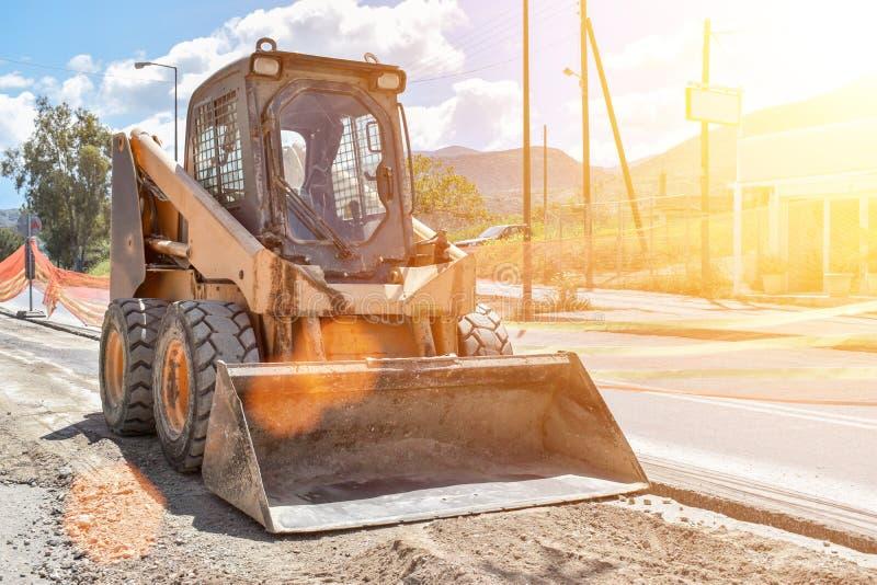 Piccolo bulldozer sunny fotografia stock libera da diritti