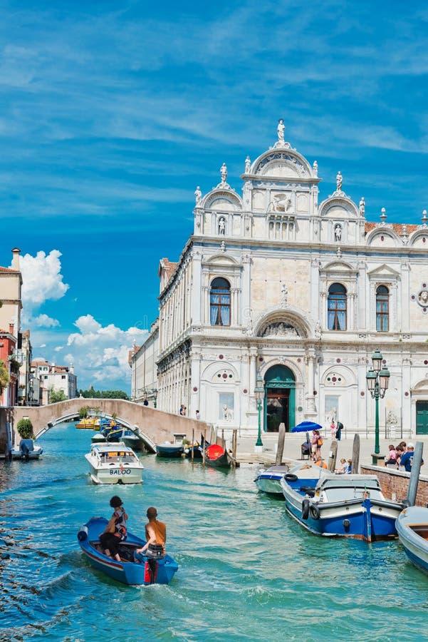 Piccolo canale a Venezia L'Italia fotografie stock