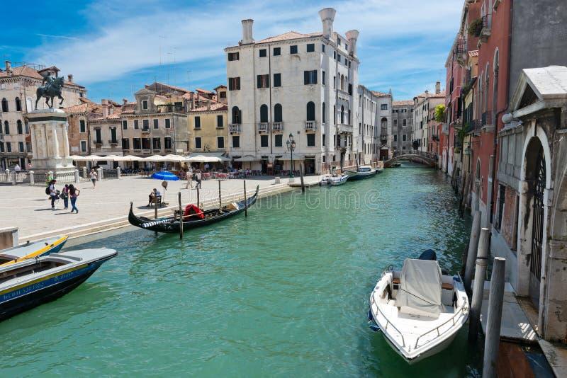 Piccolo canale a Venezia L'Italia immagine stock libera da diritti