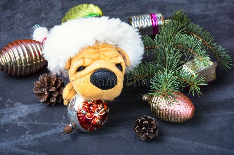 Piccolo cane simbolico di Natale fotografia stock libera da diritti