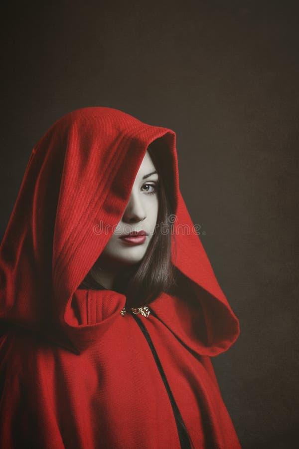 Piccolo cappuccio di guida rosso scuro fotografie stock