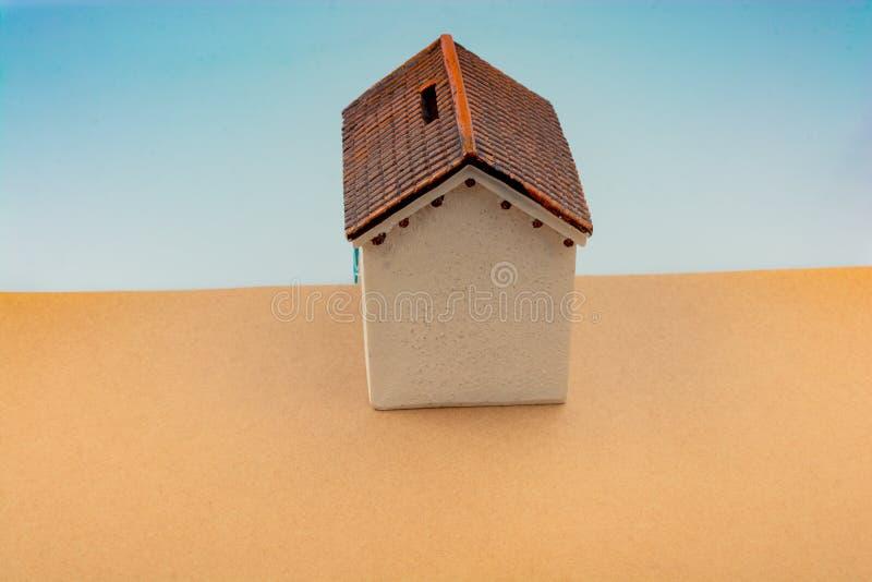 Piccolo casa di modello in vista fotografia stock