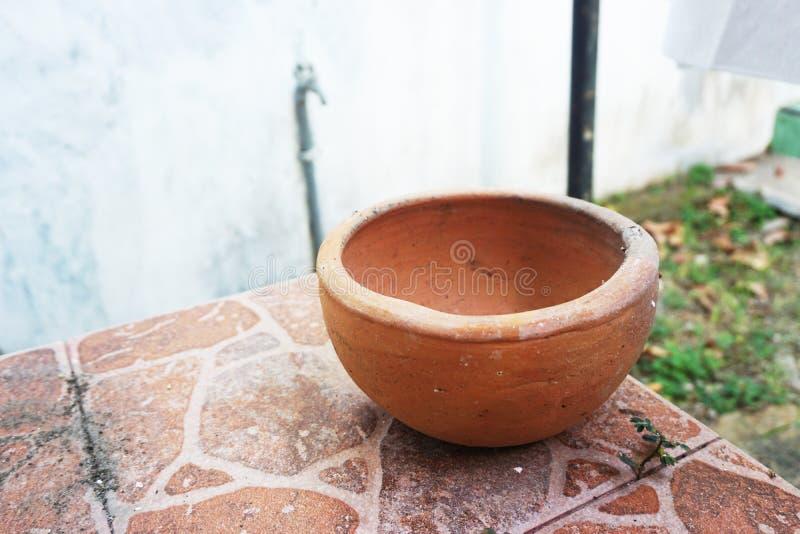 Piccolo Clay Pot rosso rustico tradizionale d'annata fotografia stock