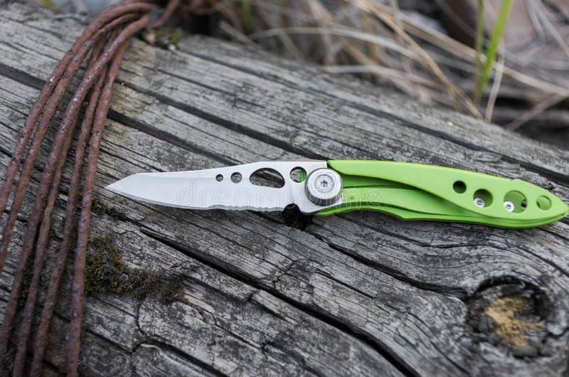 Piccolo e coltello leggero per il trasporto di ogni giorno nella città Coltello di EDC fotografie stock