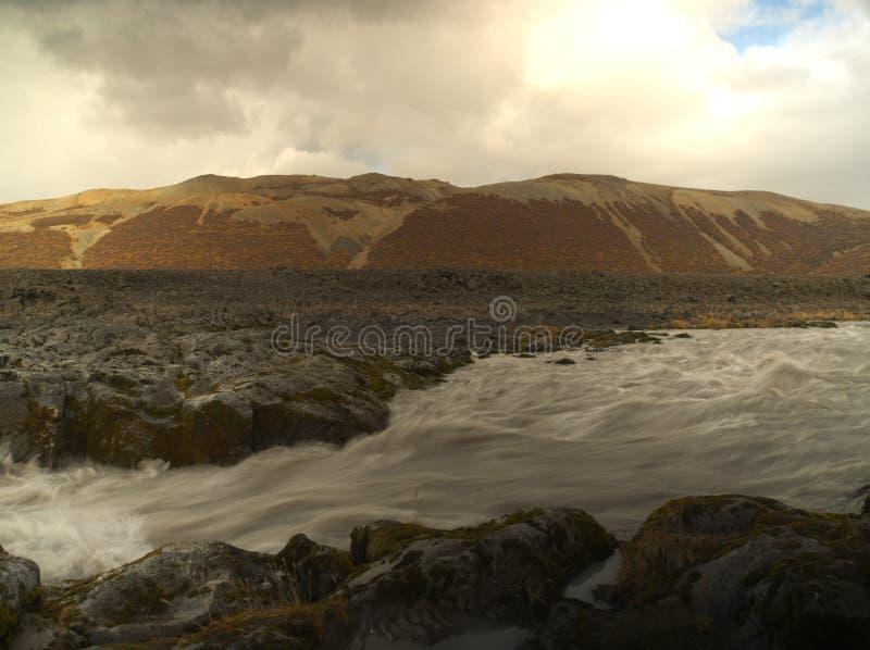 Piccolo fiume sull'Islanda immagini stock