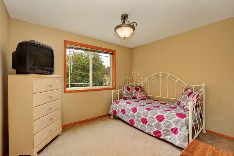 Piccolo interno della stanza dei bambini con progettazione semplice immagine stock