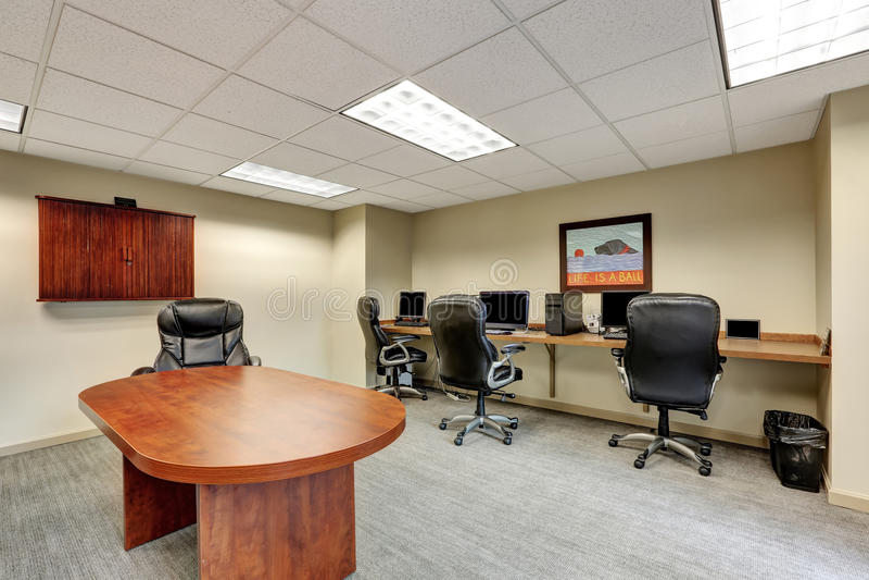 Piccolo Ufficio Moderno : Piccolo interno moderno della sala riunioni in ufficio immagine