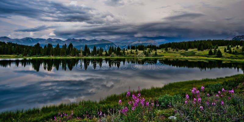 Piccolo lago molas nel San Juan Mountains in Colorado immagini stock libere da diritti
