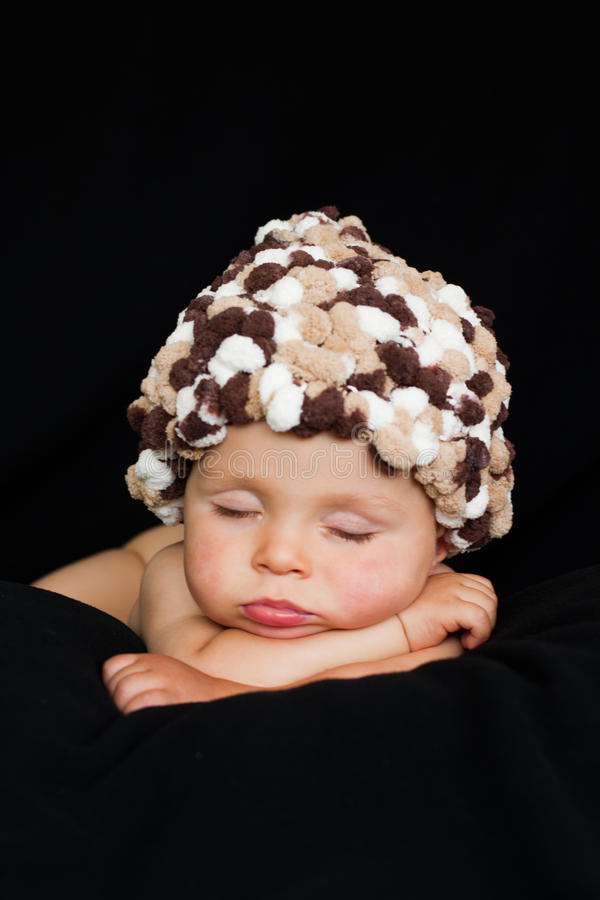 Piccolo neonato, addormentato immagini stock libere da diritti