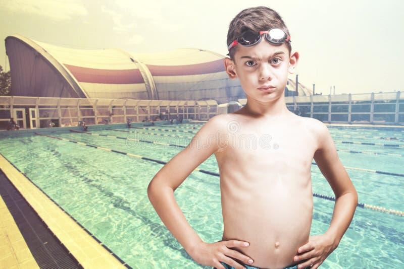 Piccolo nuotatore risoluto immagine stock libera da diritti