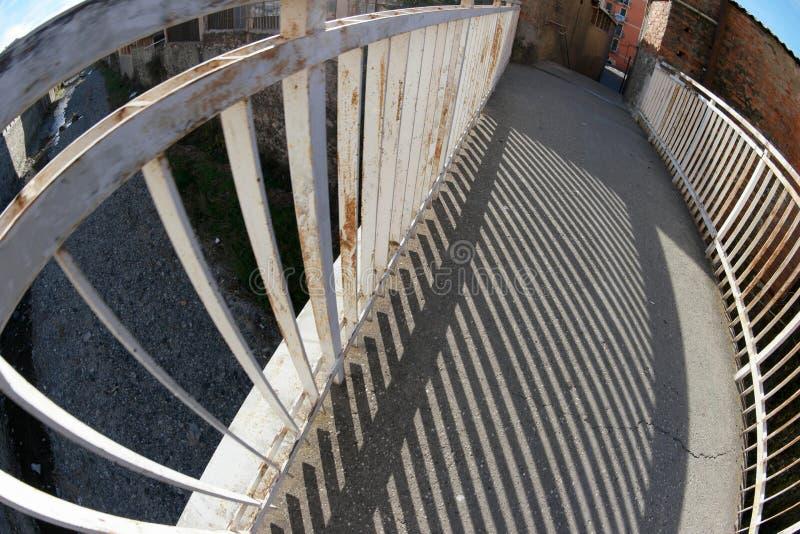 Piccolo ponte sopra una corrente immagine stock