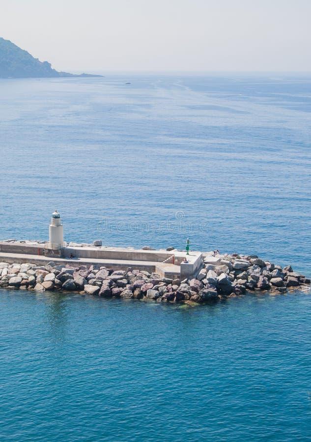 Piccolo porto del villaggio di Camogli in Italia fotografia stock