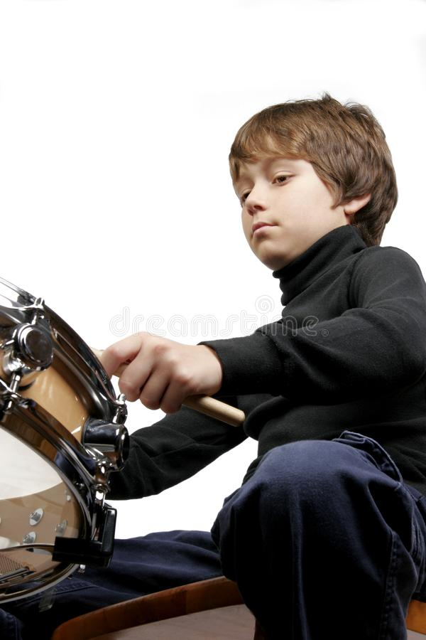 Piccolo ragazzo di rullo del tamburo immagini stock