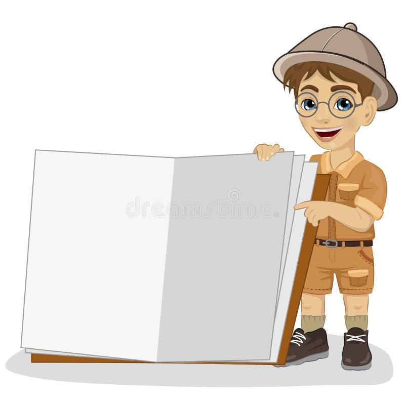 Piccolo ragazzo sveglio dell'esploratore in un'attrezzatura di safari che mostra libro gigante aperto illustrazione di stock