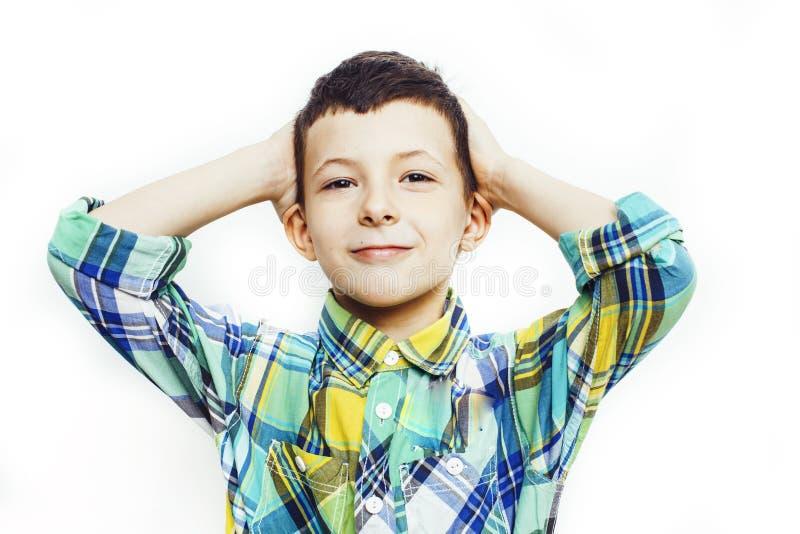 Piccolo ragazzo sveglio sul gesto bianco del fondo che sorride vicino su, concetto della gente di stile di vita fotografie stock libere da diritti