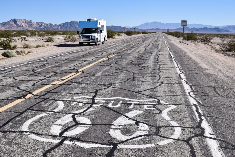 Piccolo rv su Route 66 immagine stock