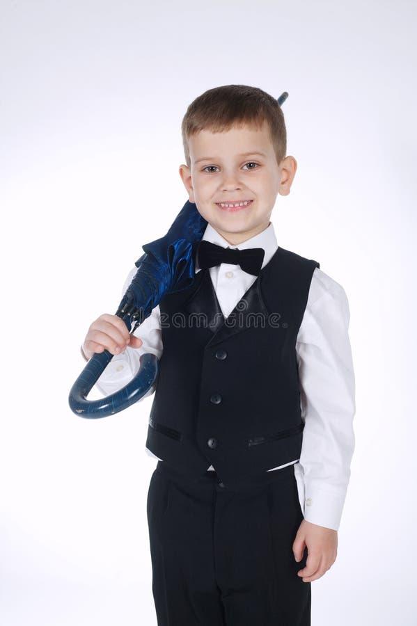Piccolo signore con l'ombrello su bianco fotografia stock